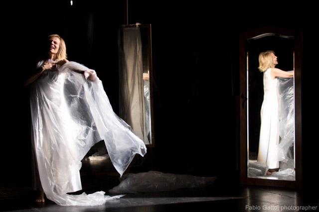 Sonia Bergamasco balla sulle pagine di Irène Némirovsky