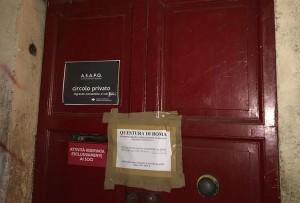 I sigilli all'ingresso del Teatro dell'Orologio