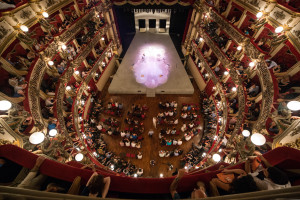 Il Teatro Bellini trasformato per il Glob(e)al Shakespeare