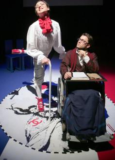 Una scena tratta da Marat-Sade Talk Show. Sulla sinistra Antonio Agerola