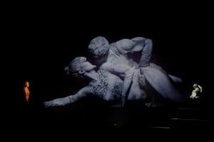 Nella foto di Fabio Donato gaia Aprea e Luca Lazzareschi in Antonio e Cleopatra 3