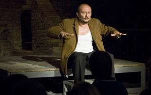 Stefano Cipiciani durante un suo spettacolo